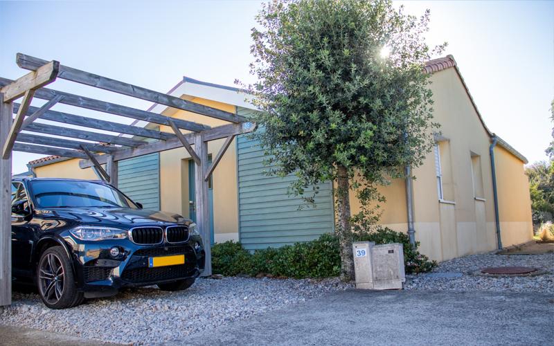 Villa-vendee - Vakantievilla in de Vendée - Les Jardins des Sables d'Olonne - Villa Acacia nr 39 carport